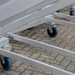 Verrijdbare trappen met geremde zwenkwielen en leuning