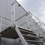 Verrijdbare aluminium trappen met leuning