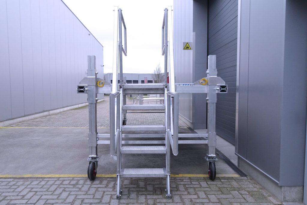Opstaptrap van een aluminium verstelbaar werkbordes